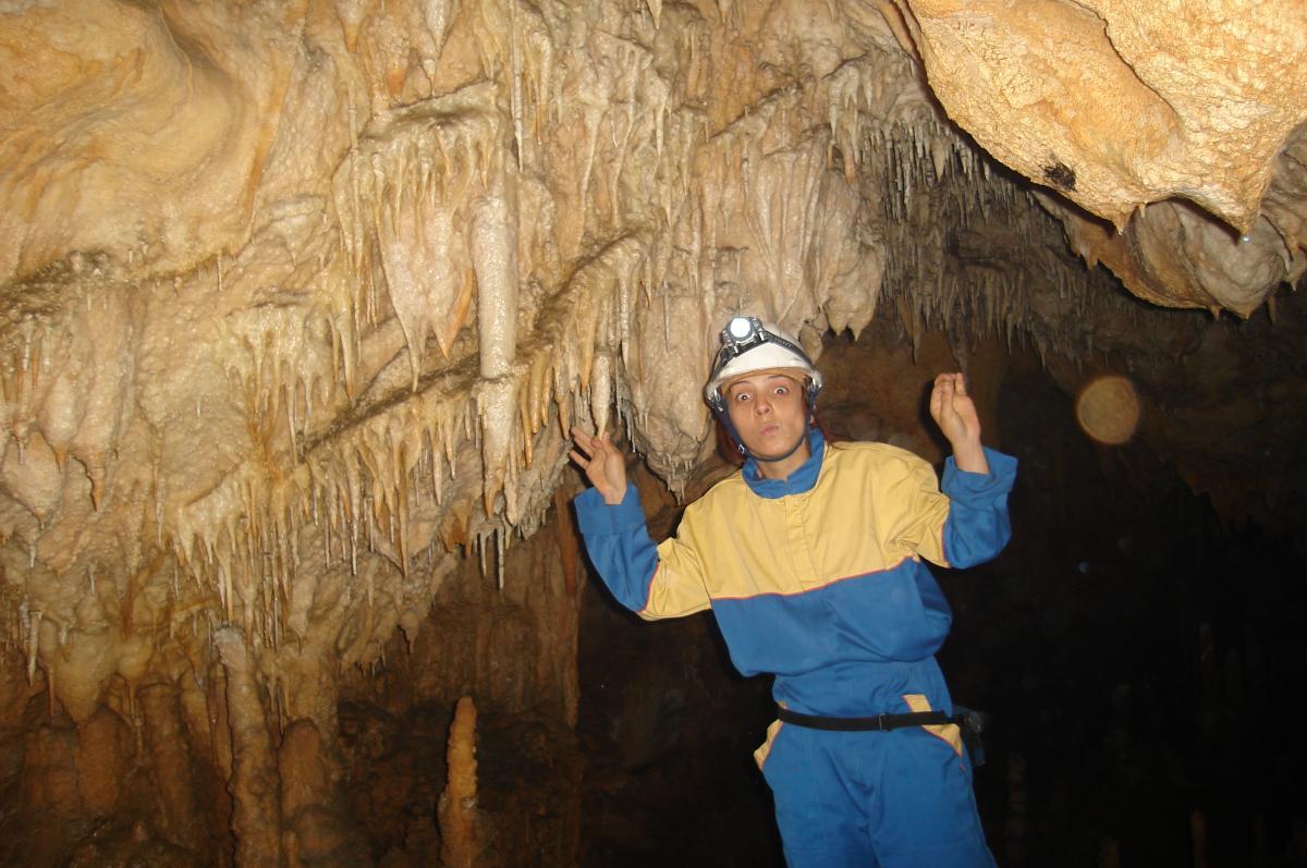 Modrić cave